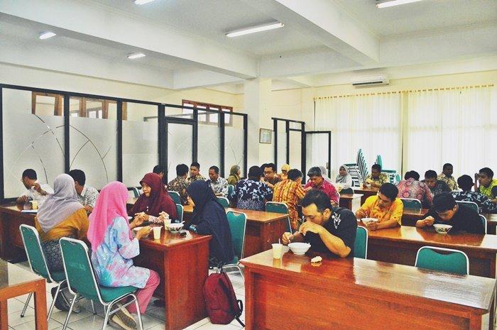 Friday Lunch Menjalin Kekompakan Pimpinan, Dosen, dan Karyawan untuk Memajukan FTI UAD